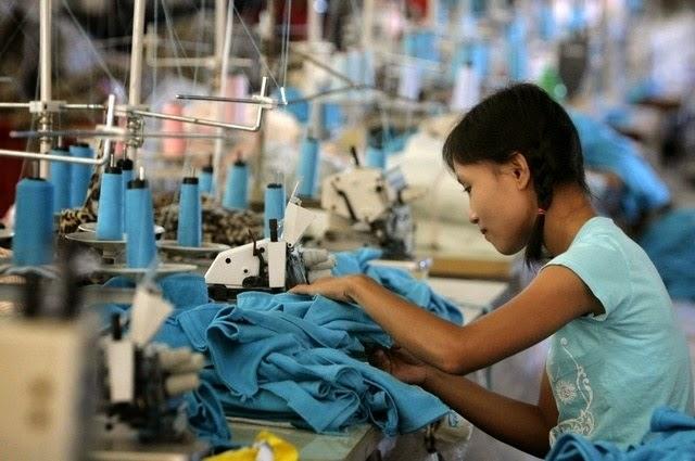 Fabriksarbejder arbejder normalt 12 timer om dagen 6 dage om ugen