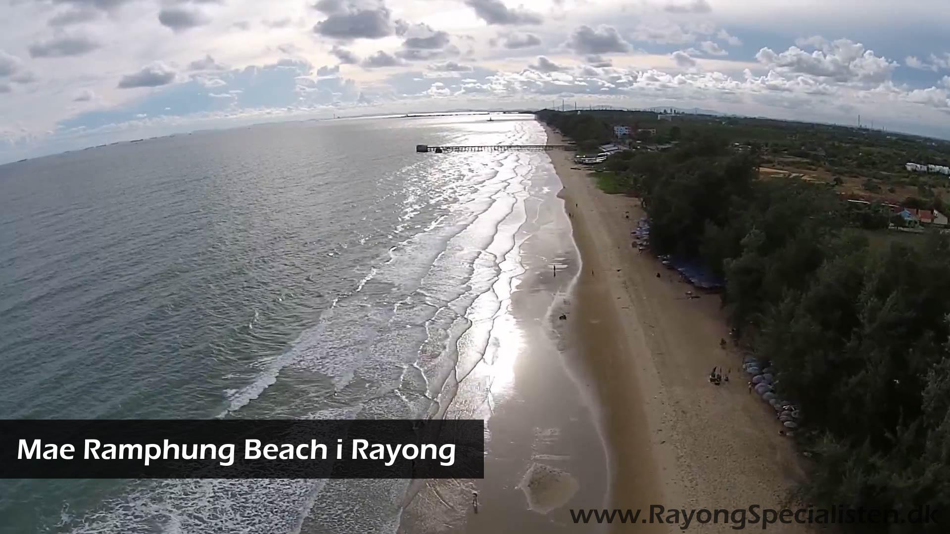 Mae Ramphung Beach fra luften i Rayong