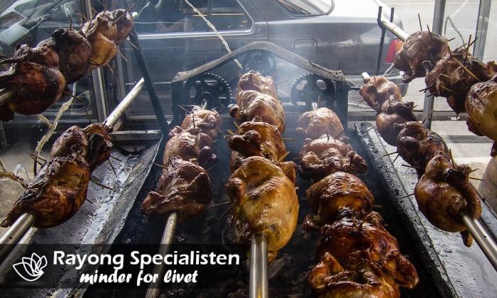 Populært måltid ved Mae Ramphung Strand i Rayong